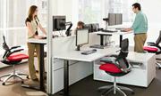 Chiếc bàn đứng trong văn phòng startup