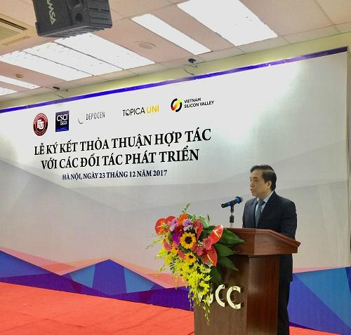 Phó giáo sư tiến sĩ Bùi Anh Tuấn phát biểu tại sự kiện.