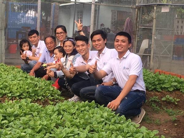 Đội ngũ sáng lập startupSharing Farming đi khảo sát thị trường
