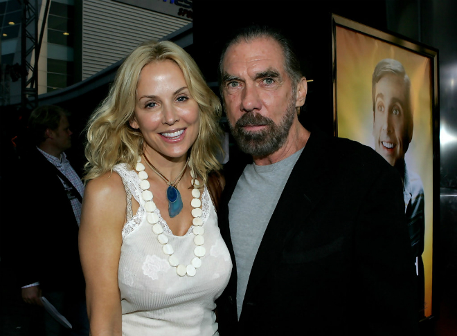Tỷ phú cùng vợ là người mẫu Eloise DeJoria. Họ kết hôn vào năm 1993.