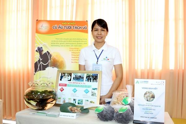 Cô Nguyễn Anh Thy đoạt giải nhất cuộc thi dự án khởi nghiệp tỉnh Đồng Tháp năm 2017. Nguồn: NVCC.