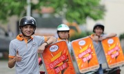 Startup Việt làm biển quảng cáo trên xe máy giúp tài xế kiếm lời