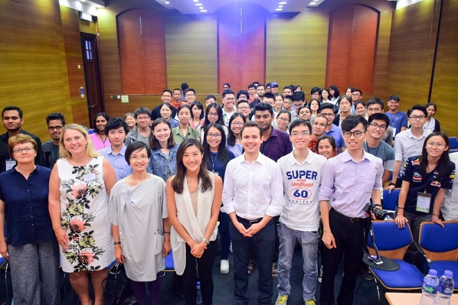 Học bổng Blockchain toàn cầu tạo cơ hội gặp gỡ, kết nối giữa những người trẻ đam mê công nghệ, cam kết ứng dụng công nghệ giải quyết các bài toán thực tế và cơ hội làm việc trong dự án startup blockchain trị giá hàng chục triệu USD.