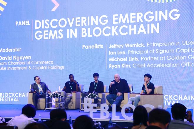 Các diễn giả trao đổi nhiều chủ đề nóng trong lĩnh vực blockchain tại sự kiện. Ảnh: Huobi.