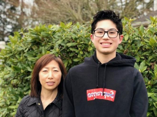 oojung và Douglas, cậu con trai 17 tuổi của đảm nhiệm vị trí giám đốc điều hành