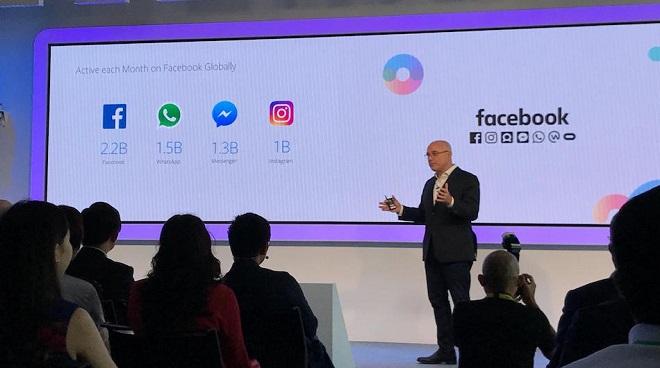 Dan Neary trình bày về kế hoạch mở rộng thị trường của Facebook.