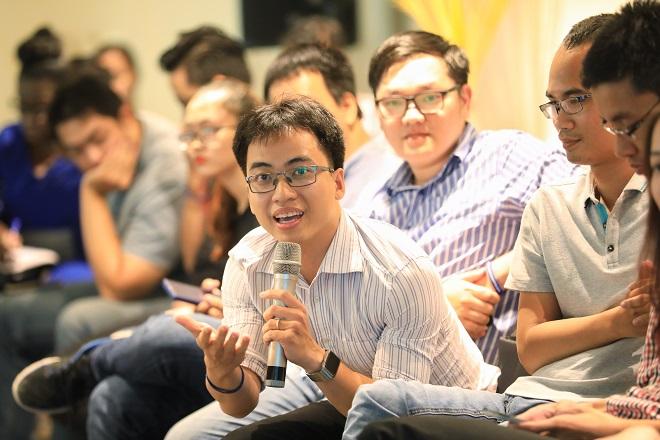 Bùi Hải Nam từ đội Datamart Việt Nam muốn biết làm cách nào để tạo doanh thu bước đầu tại thị trường ngoại. Ảnh: Hữu Khoa.