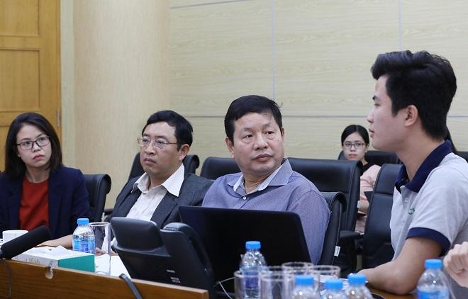 CEO TopCV thuyết trình về dự án trước hội đồng giám khảo.