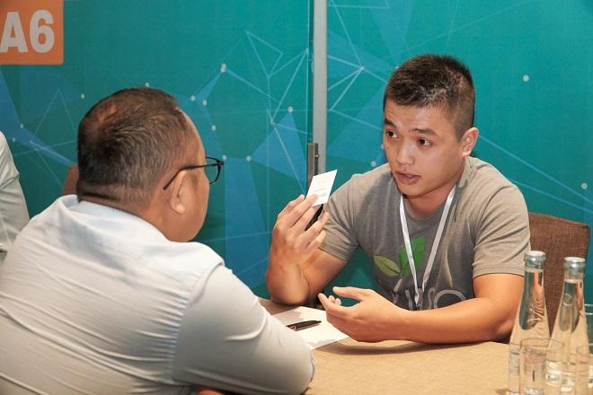 Ông Phạm Bảo Long - Quản lý chương trình của Vietnam Innovative Startups Accelerator (Viisa) cũng nhận liên tục những yêu cầu gặp gỡ từ các startup. Để lại ấn tượng nhất với ông Long là đơn vị startup giáo dục New York School of English. Ông Long cho biết startup này có nhiều tiềm năng đầu tư bởi phương pháp luận mới mẻ của startup này sẽ giúp đỡ cho việc học tienesg Anh của nhiều người Việt, lẫn mở rộng ra các dân tộc khác.
