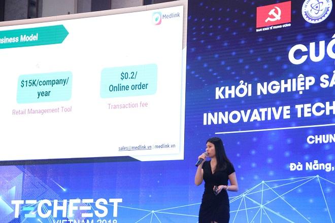 CEO Nguyễn Ngọc Huyền thuyết trình trong cuộc thi Techfest 2018. Ảnh: Medlink.
