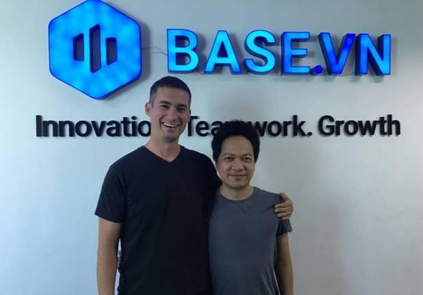Phạm Kim Hùng - CEO Base.vn (bên phải) chụp cùng Dirk van Quaquebeke, Co-founder of Beenext (bên trái)