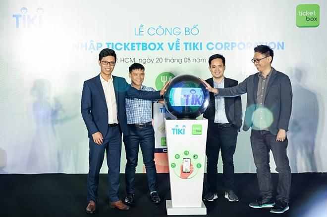 Các đại diện của Tiki và Ticketbox thực hiện nghi lễ chính thức sáp nhập Ticketbox về Tiki, ngày 20/8.