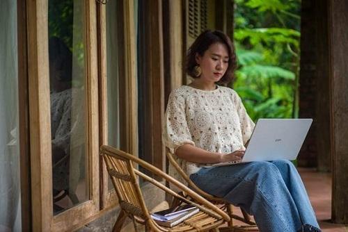 Chiếc LG Gram yêu thích trong công việc của Quỳnh Hồ.