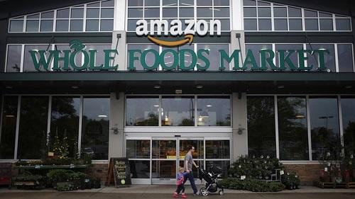 Với việc Amazon mua lại Whole Food trị giá 13,7 tỉ USD cho thấy công ty hàng đầu thế giới trong thương mại trực tuyến đang đặt cược vào không gian cửa hàng truyền thống