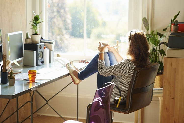 Nhiều yếu tố tâm lý tiêu cực có thể ảnh hưởng đến chất lượng công việc của nhân viên khi làm việc từ xa,