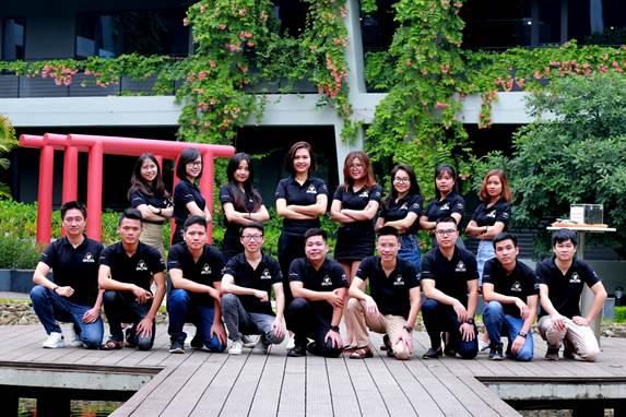 Cao Văn Việt (chính giữa hàng dưới) cùng nhân sự dự án Codelearn 2020 tại FPT Software.
