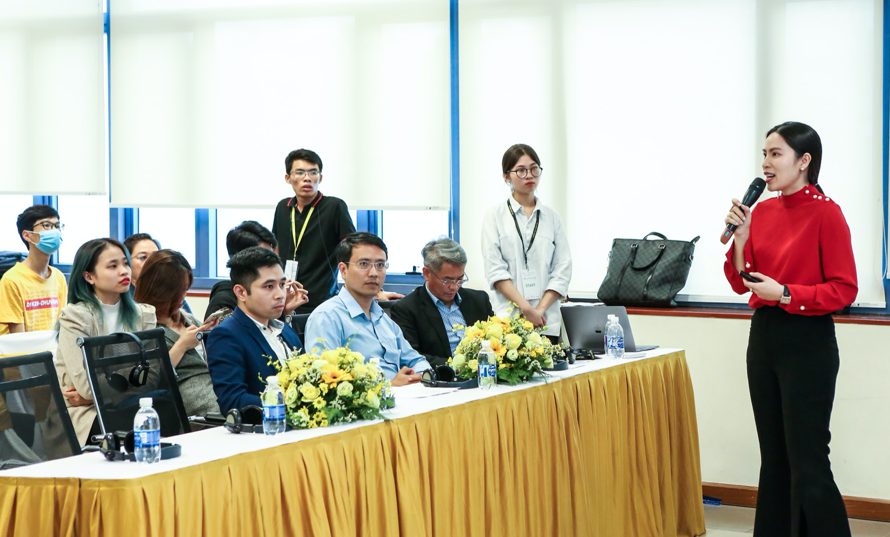 Bà Đoàn Kiều My - Nhà sáng lập YellowBlocks tham luận về tiềm năng phát triển công nghệ tiên phong tại Việt Nam