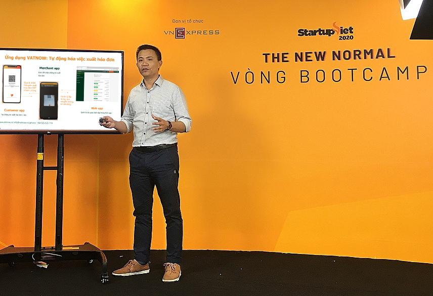Ông Đào Quang Thuận - CEO VATNow chia sẻ về mô hình hóa đơn điện tử tại Startup Việt 2020. Ảnh: VATNow.