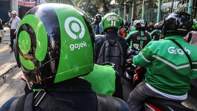 Tài xế Grab và Gojek tại Indonesia. Ảnh: Nikkei.