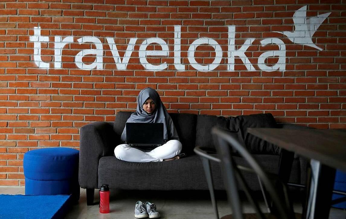 Một nhân viên của Traveloka làm việc tại trụ sở chính của công ty ở Jakarta, Indonesia hồi tháng 8/2017. Ảnh: Reuters.